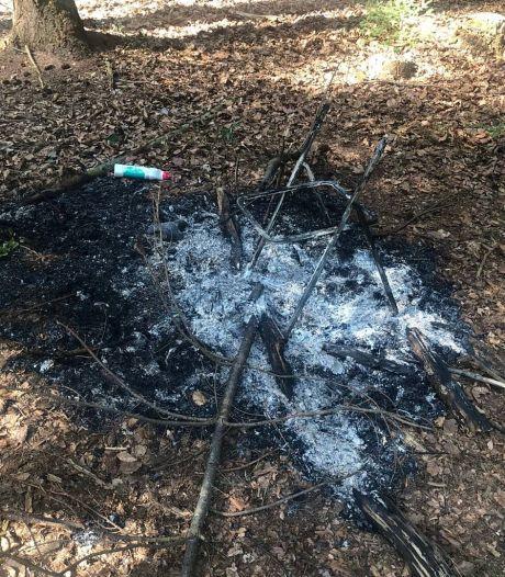 Kampvuur midden in kurkdroog bos bij Doorn, brandweer: 'Mogen we ons hier over verbazen?'