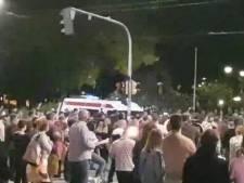 Rellen in Belgrado na nieuwe lockdown, betogers dringen parlement binnen