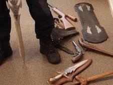Politie kijkt vreemd op: Kringloopwinkel levert wapens in. 'Ik moest dat spul kwijt'