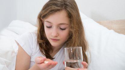 """Medicatie voor kinderen: wat kan je geven, en wat beter niet? """"Blijf weg van zetpillen"""""""