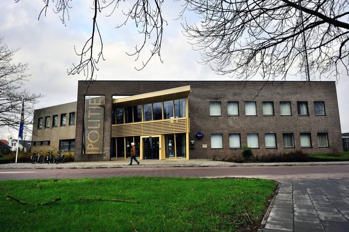 Het politiebureau in Oudenbosch (gemeente Halderberge) wordt afgestoten. foto Peter van Trijen/het fotoburo