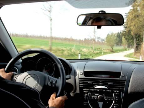 Tiener (16) steelt auto vader en rijdt 's nachts zonder licht rond in Tholen