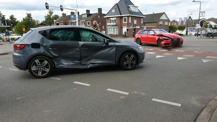 Beide auto's liepen flinke schade op.
