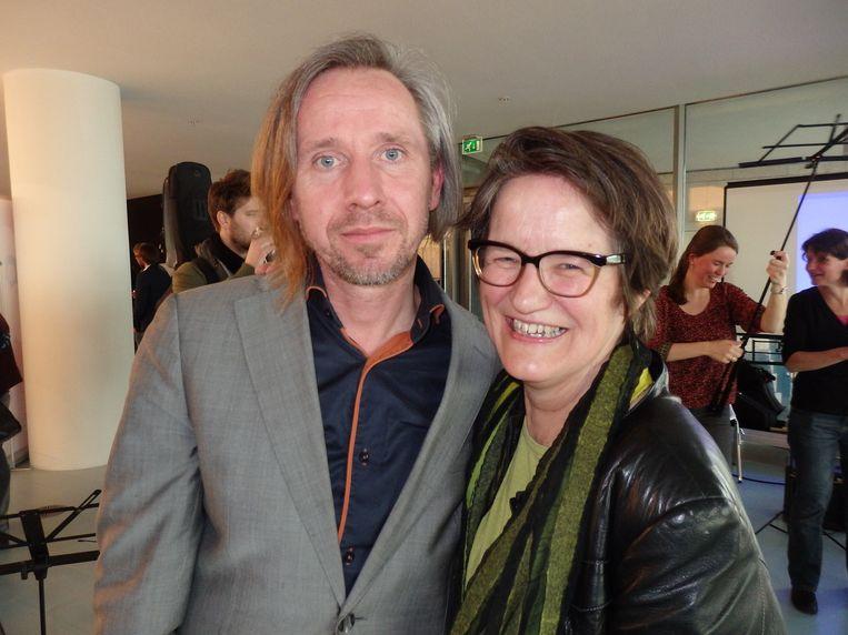 Wouter Hakhoff, dirigent van het Leerorkest, en Saskia Grotenhuis, directeur Open Schoolgemeenschap Bijlmer. Beeld Schuim