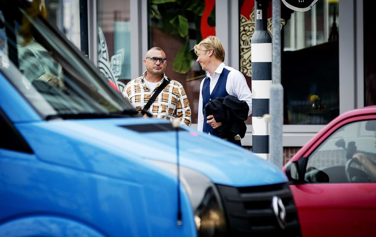 Klaas Otto (links) en zijn advocaat Sanne Schuurman komen donderdag aan bij de rechtbank van Breda. Beeld ANP