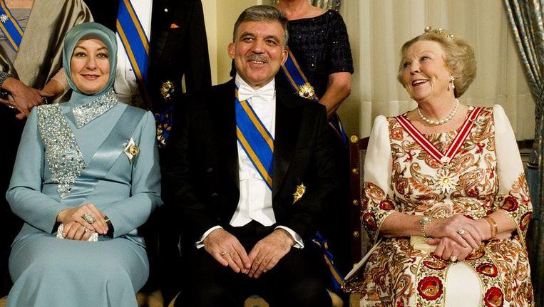 Koningin Beatrix, president Gül en mevrouw Gül poseren voor de officiele foto in de Burgemeesterkamer in het Koninklijk Paleis Amsterdam. Beeld anp