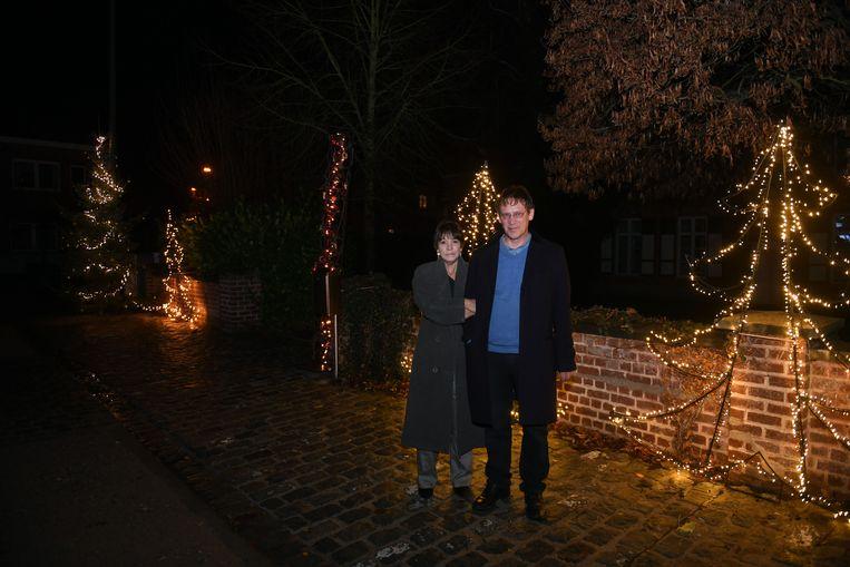 Dirk Boon en zijn vrouw Yoke bij de kerstverlichting in centrum Oud-Heverlee