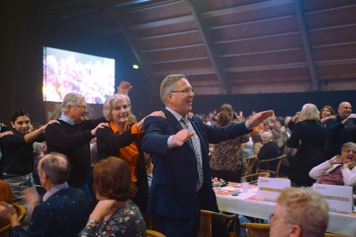 Zelfs burgemeester Rabelink kan niet stil blijven zitten bij Goud voor Oud.