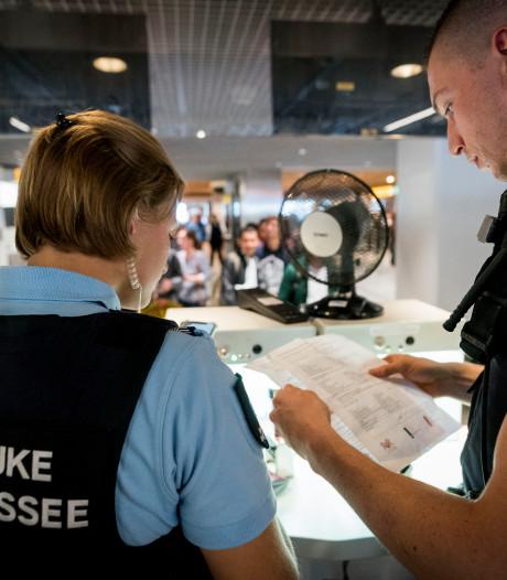 Marechaussee treft steeds meer 'lookalikes' aan de Nederlandse grenzen