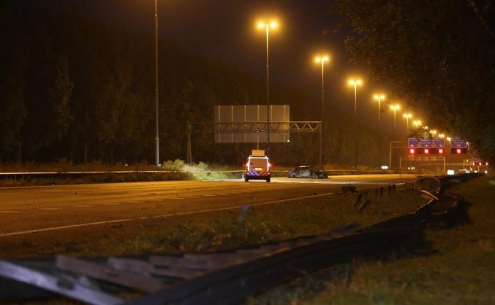 De A2 bij Waardenburg was lange tijd afgesloten voor politieonderzoek na de crash op de A2.