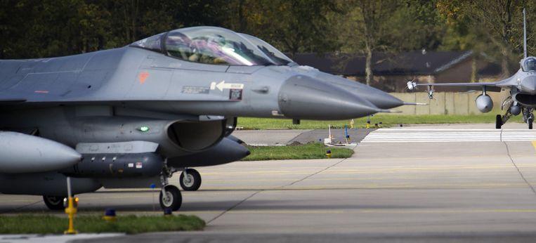 F16's vertrekken op luchtmachtbasis Volkel. Beeld anp