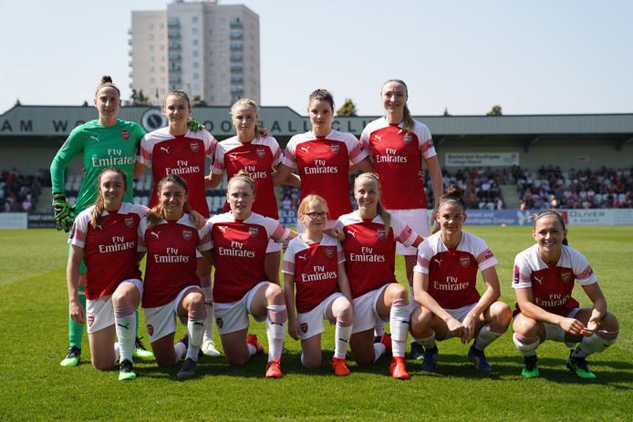 De teamfoto van Arsenal voor de thuiswedstrijd tegen Everton.