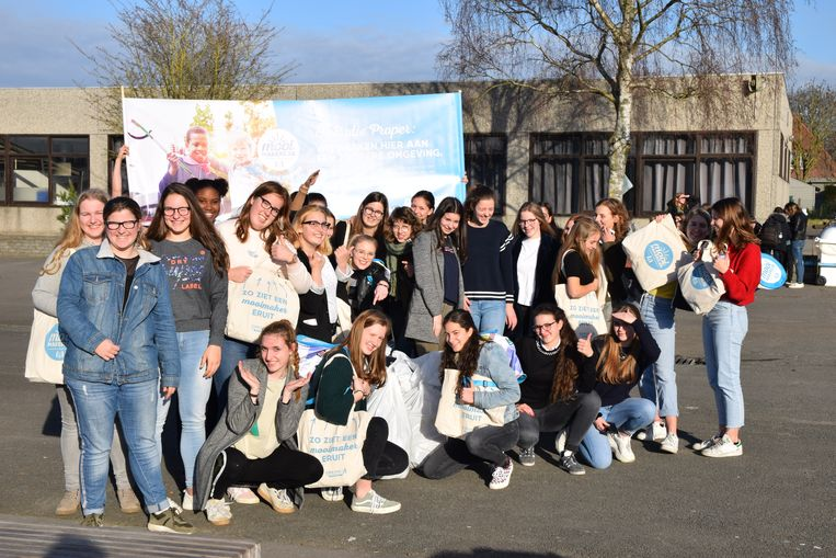 Een groep enthousiaste leerlingen van 5 STW