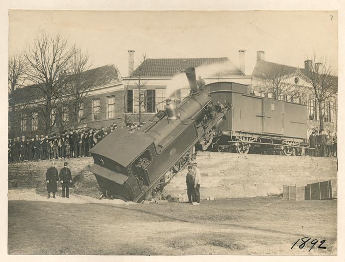 Ongeluk met Woeste Willem, 1893, Spoorkade in Kampen.