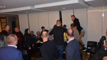 VIDEO. Actie Voorpost verstoort gemeenteraad Lokeren na vechtpartij