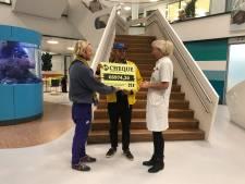 Bijna 7000 euro voor zieke kinderen na Glazen Hok-actie