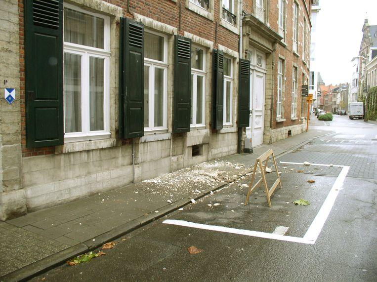 Door de trillingen brak onder meer een kroonlijst af van de gevel van Cleyn Antwerpen, een beschermd pand uit 1700.