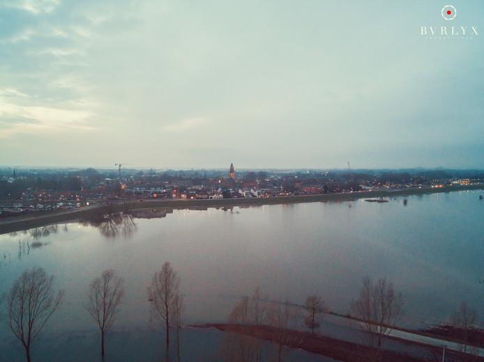 Fragment uit de drone-opnames van het hoogwater bij Huissen.