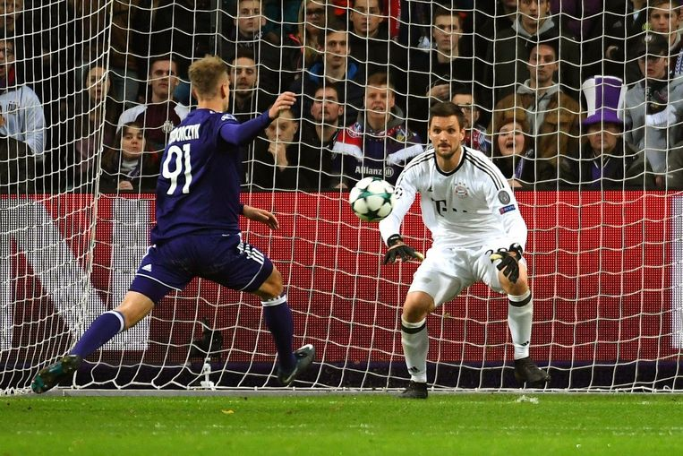 Teo miste tegen Bayern en Ulreich drie opgelegde kansen.