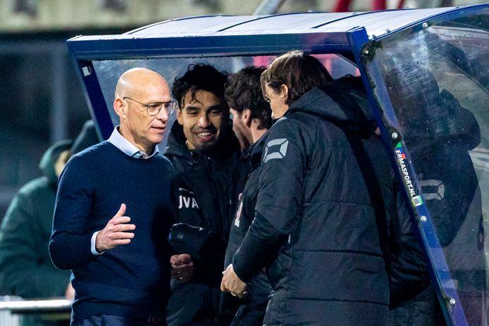 Trainer Klaas Wels viert weer een zege van TOP Oss, dat vrijdag bij Go Ahead Eagles een clubrecord kan pakken.