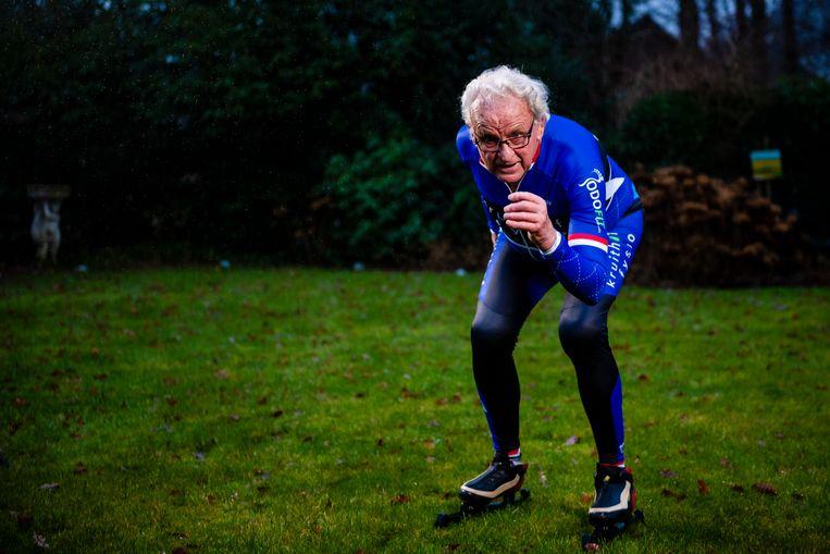 Twee kunstknieën heeft de 83-jarige Jan Roelof Kruithof, maar áls 'it oan giet', doet hij zeker weer mee.