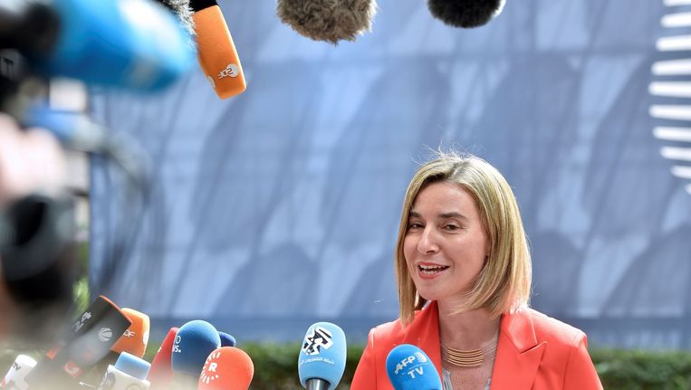 Federica Mogherini, buitenlandchef van de EU, presenteerde gisteren de nieuwe veiligheidsstrategie. De nadruk ligt op Rusland en het indammen van migratie. Beeld afp