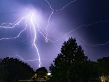 Stevige regen- en onweersbuien verwacht in Flevoland: 'Wees extra alert als je de weg op gaat'