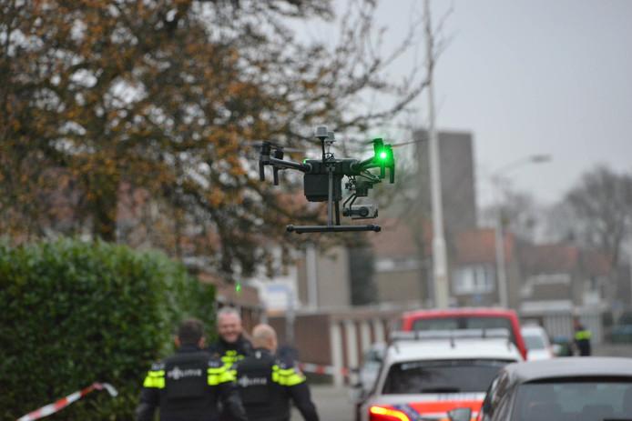 Met een drone met warmtebeeldcamera werd over de omgeving gevlogen.