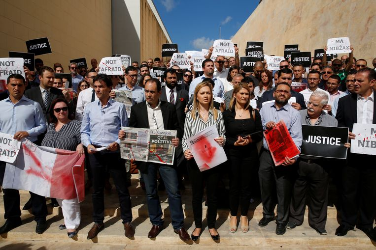 Drie dagen na de moord op Daphne Caruana Galizia demonstreerden journalisten  bij het parlement in Valletta, Malta. Beeld REUTERS