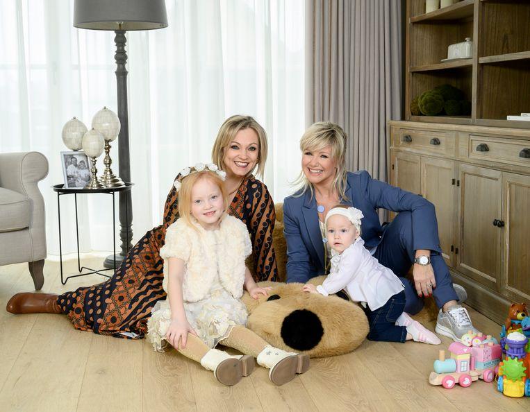 Laura Lynn met haar dochter Eliana en Lindsay De Bolle met haar dochter Lisa-Marie.