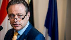 """De Wever roept Vlaamse partijen op """"niet te plooien voor oekazes van PS en Vlaams front te vormen"""""""