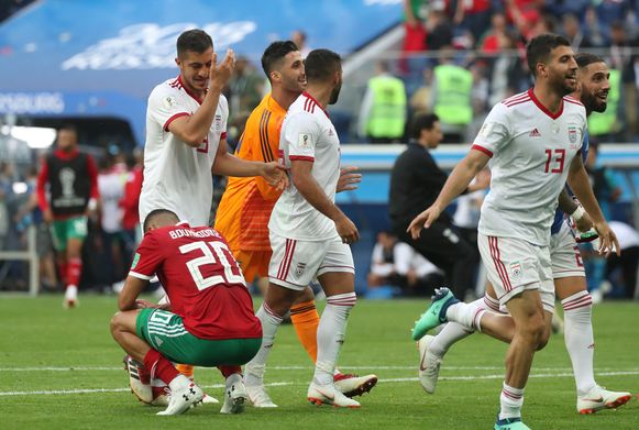 Bouhaddouz, de man van het eigen doelpunt, blijft verweesd achter.