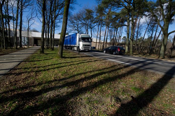 Het Hellendoornse college heeft drie varianten laten ontwikkelen voor het verbeteren van de verkeersveiligheid op de N35 tussen Nijverdal en Haarle.