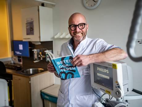 Chirurg Eric Hans Eddes uit Deventer schrijft boek Beter Dokteren: 'Een kijkje hoe de zorg er in de toekomst uit zou moeten zien'