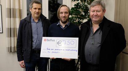 Tennisclub Savanti schenkt 750 euro aan goede doel