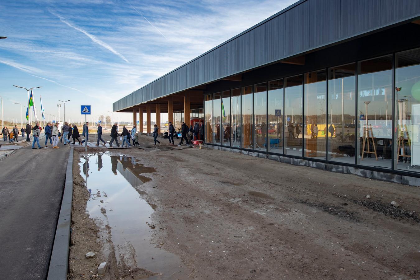 Vervoerder Arriva gaat een Airport Express busdienst opzetten tussen de nieuwe terminal van Lelystad Airport en het station in Lelystad.