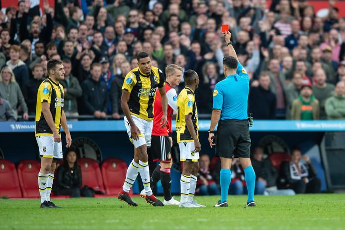 Rood voor Danilho Doekhi tegen Feyenoord.