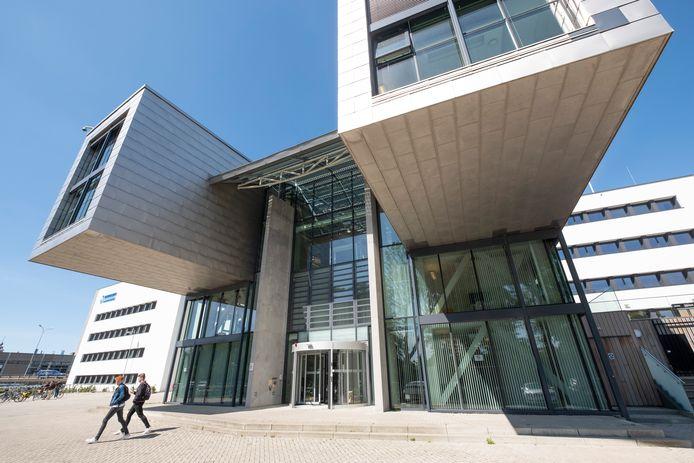 De hoofdingang van het HZ-gebouw in Middelburg.