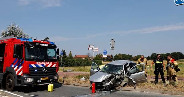 Ravage door aanrijding met verkeerslicht bij Oeffelt.