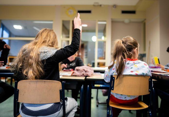 Tijdens de tweede lockdown komen veel meer leerlingen naar de noodopvang van basisscholen, vergeleken met de schoolsluiting van bijna een jaar geleden.