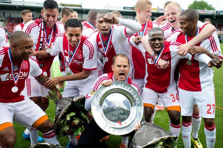 Ajax met de kampioensschaal in 2014. Beeld anp
