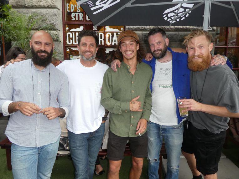 Volle kaart: barmanager Fabio Spinelli, barguy Dene Sarris, barista Vincent Schutte, Robin van der Kaa (Sizzer) en André Taris (Adventure Club). Beeld Hans van der Beek