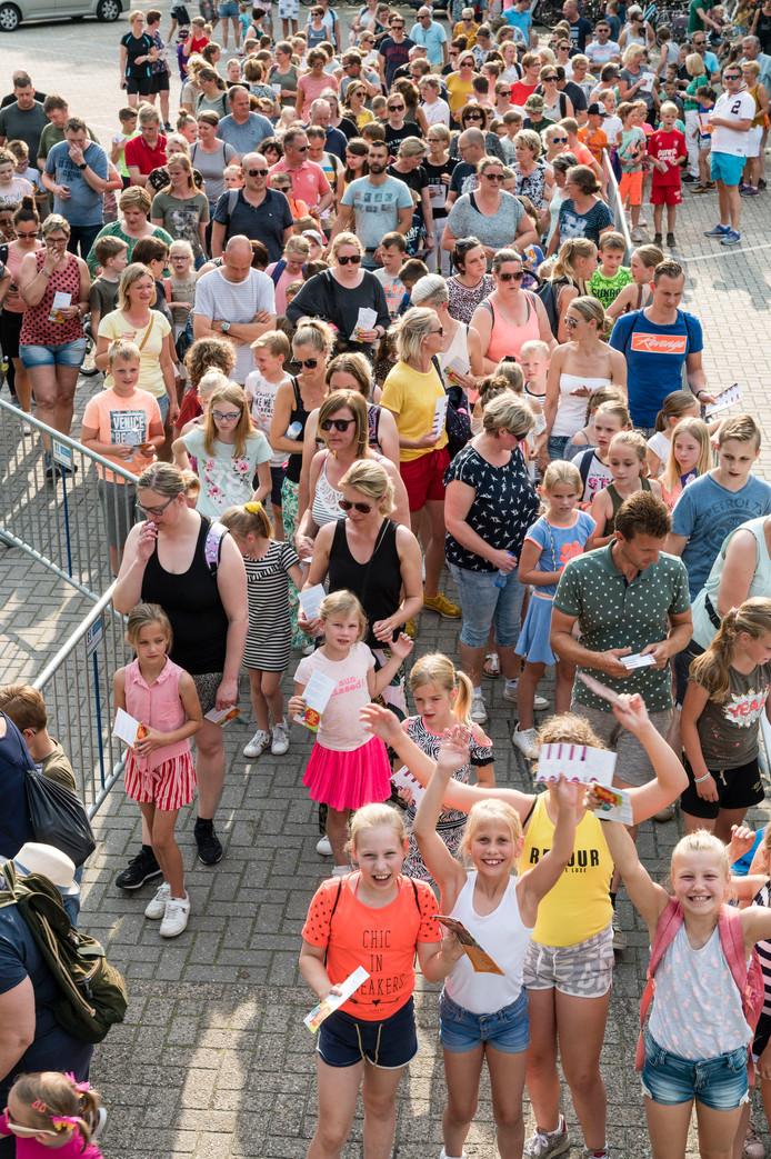 De avondvierdaagse in Vriezenveen is dinsdagavond begonnen.