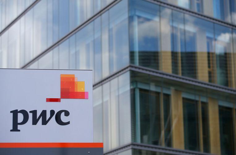 Accountant PwC onderzocht de belastingdruk en de moeite die het kost om belasting te betalen.  Beeld Reuters