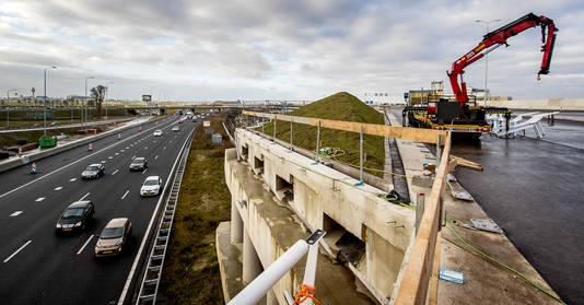 Bouwwerkzaamheden op het viaduct van de A9 over de A4 bij Badhoevedorp.