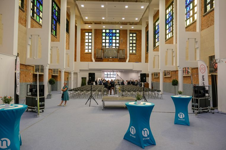 opening van de eerste Tienerschool PORTA 1070 in Brussel: oude kerk is nu ingericht als aula