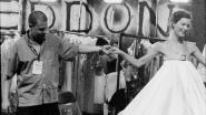 Hoe de doorgedraaide mode-industrie het leven eiste van geniaal ontwerper Alexander McQueen
