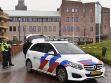 Zelfgemaakt vuurwerk bij gemeentehuis Etten-Leur blijkt onschuldige rookbom van sterretjes