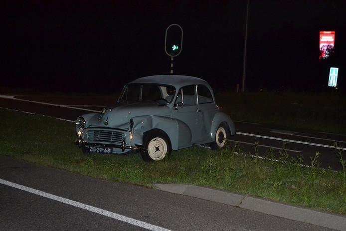 De oldtimer raakte flink beschadigd bij het ongeluk.