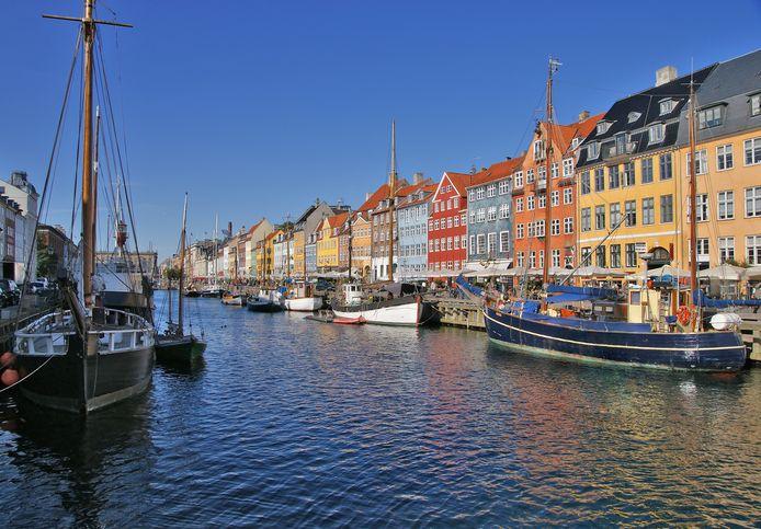 De schilderachtige Nyhavn in Kopenhagen. Denemarken geniet wereldwijd een reputatie van vredelievend land waar mannen en vrouwen gelijk zijn.